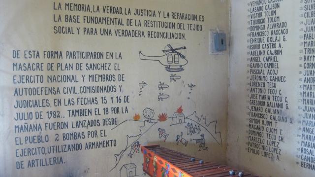 Minnesmonument efter massakern i Plan de Sánchez, Guatemala. Foto: Aron Lindblom.