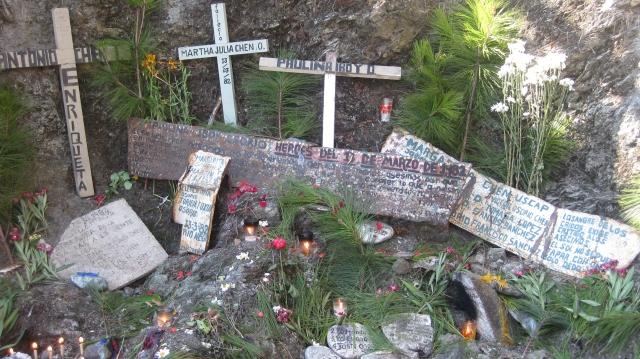 Altare till minne av offren för massakern i Rio Negro, 13 mars 1982. Foto: Aron Lindblom.